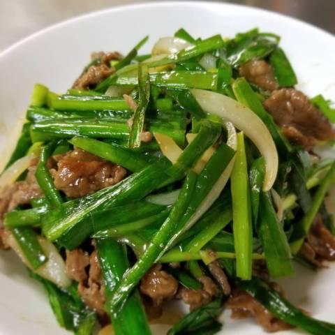 牛肉とニラとタマネギの炒め物