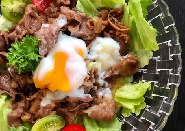 牛肉とキノコのサラダライス