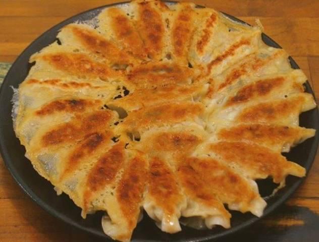 羽つき円盤焼き餃子