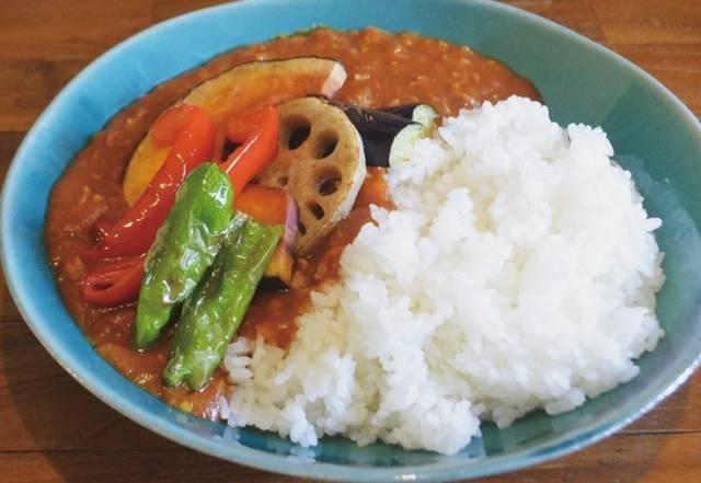 キーマカレー夏野菜の素揚げ乗せ