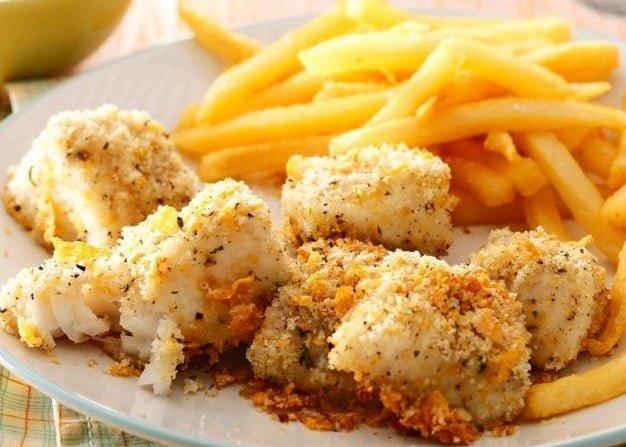 オーブンで揚げた魚のナゲット