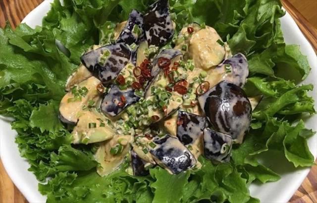 ピリ辛マヨソースの野菜サラダ
