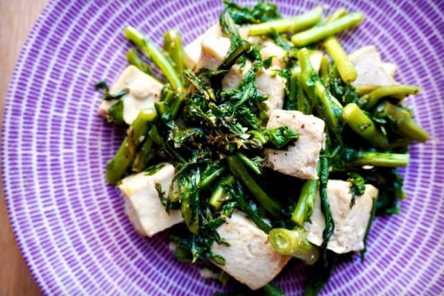 春菊と豆腐の塩炒め