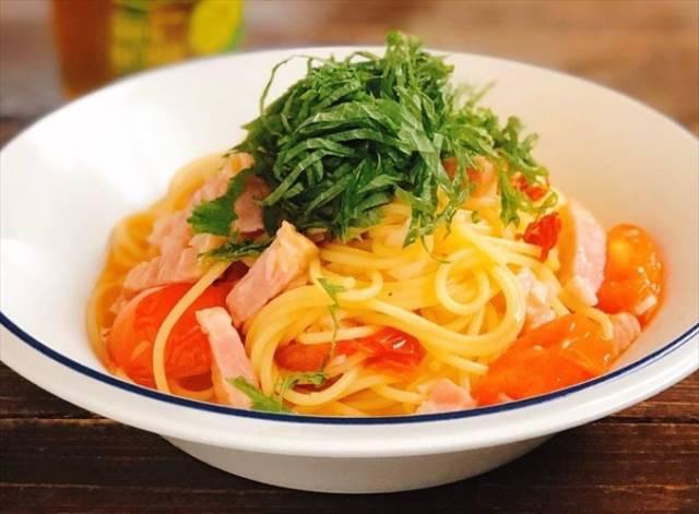 トマトと大葉のペペロンチーノ